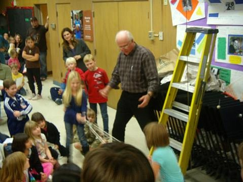 Dr. Elwood Schapansky teaches Foothill Elementary School students about science.