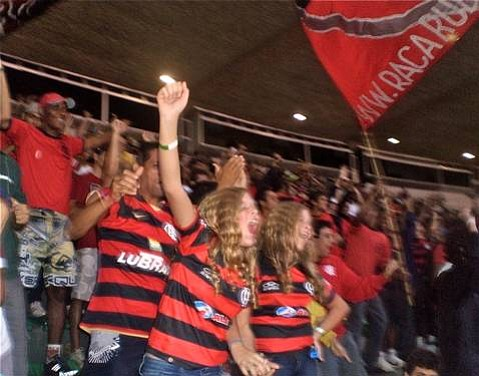 Flamengistas go wild after Flamengo scores against São Paulo on Sunday night, tying up the game, early in the Campionato Brasileiro.