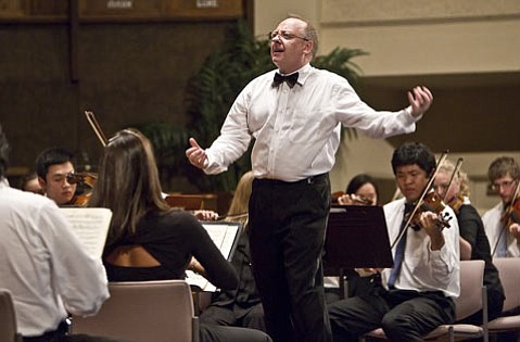 Nicholas McGegan conducts Beethoven's Symphony No. 8.
