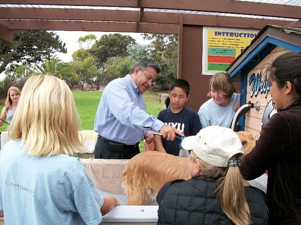 Supervisor Salud Carbajal and his son Michael as they help clean sandy puppies at the dog wash that opened Saturday, September 18, 2010.</p>