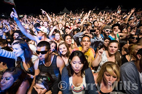"""Rebelution fans <a href=""""http://www.myconcertphotography.com"""">(www.myconcertphotography.com)</a>"""