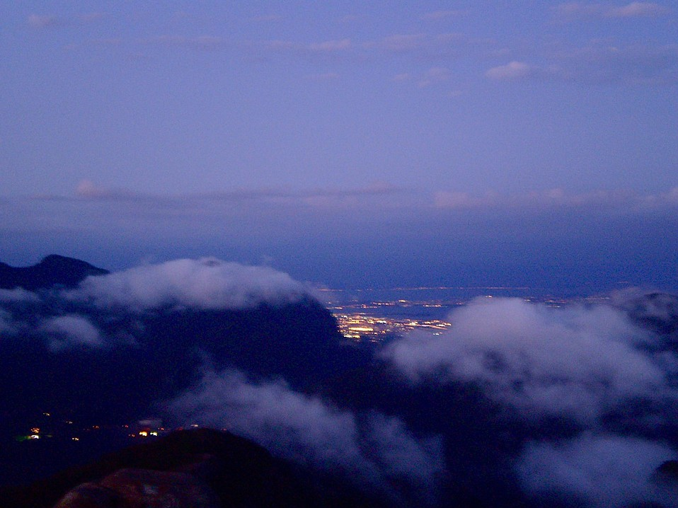 From the peak of Pedra de Gávea it was possible to see the Northern Zone of the city. Gunshots resonated from this area through the sunset on Saturday the 27th.
