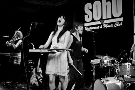 Thao & Mirah perform at SOhO.