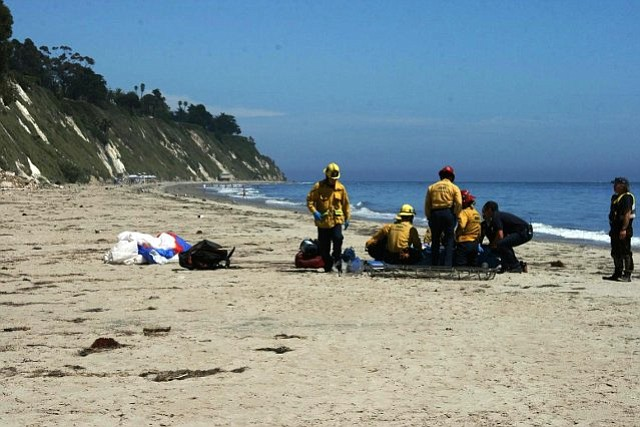 Paragliding accident on More Mesa Beach