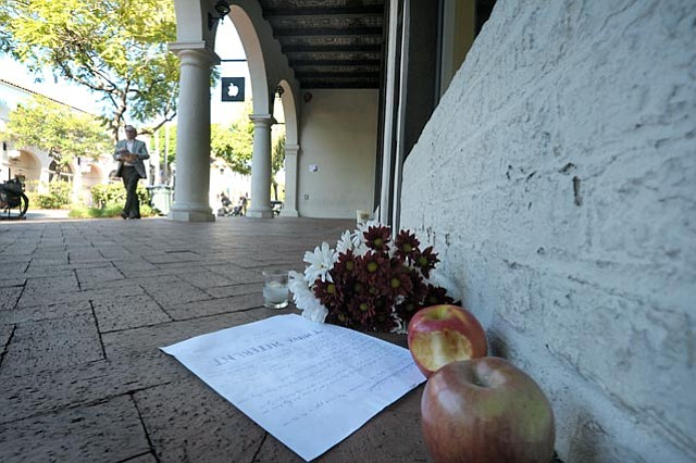 Steve Jobs memorial in front of Santa Barbara Apple Store