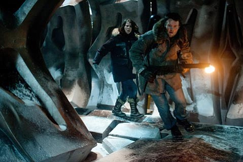 Mary Elizabeth and Joel Edgerton hunt down, and get hunted by, some shape-shifting aliens in the so-what sci-fi prequel <em>The Thing</em>.