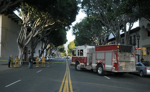 Santa Barbara city firefighters respond to underground electrical vault fire (April 5, 2012)