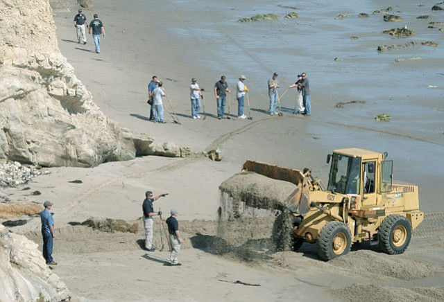 Santa Barbara police search the beach below the Shoreline Park cliffs where the body of Christopher Marks was discovered September 20 (September 27, 2012)