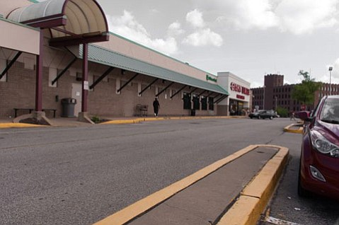 Edgewood Towne Centre near Pittsburgh is an example of a <em>not</em> pedestrian- or bicycle-friendly commercial area.