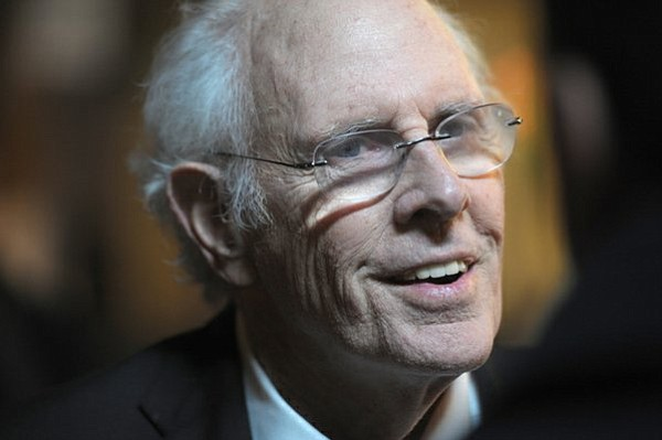 Bruce Dern interviewed on the red carpet (Feb. 8, 2014)