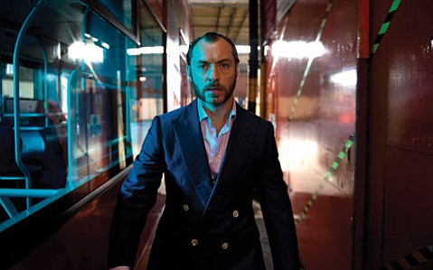 Jude Law tackles the role of a doom-soaked loser in this mediocre story of a recently released convict.