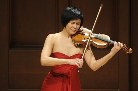 Jennifer Koh at Hahn Hall
