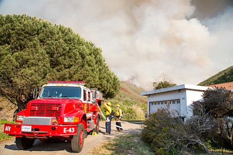 The Miguelito Fire burns the hills and canyons south of Lompoc (May 13, 2014)