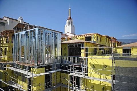 Alma del Pueblo under construction (June 2013)
