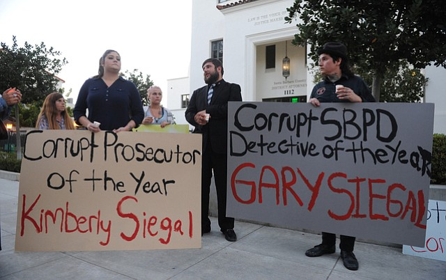 Members of PODER gather outside the District Attorney's office to protest racism and the need for fair sentencing in the court system as well as a purported conflict of interest between police and prosecutors (Sept. 11, 2014)
