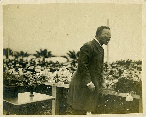 President Theodore Roosevelt addresses a Santa Barbara crowd in 1903.