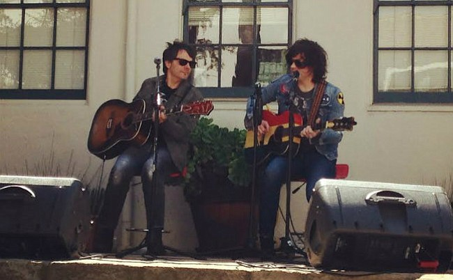 <b>COMPANY PERKS:</b> Ryan Adams (right) and guitarist Mike Viola were the guests of honor at Sonos' private hump day pizza party.