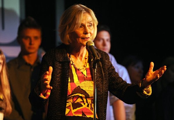 Lois Capps addresses a crowd of supporters at SOhO (Nov. 4, 2014)