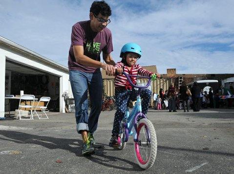 Katherine goes for a test ride with Bici Centro Hector Gonzalez.