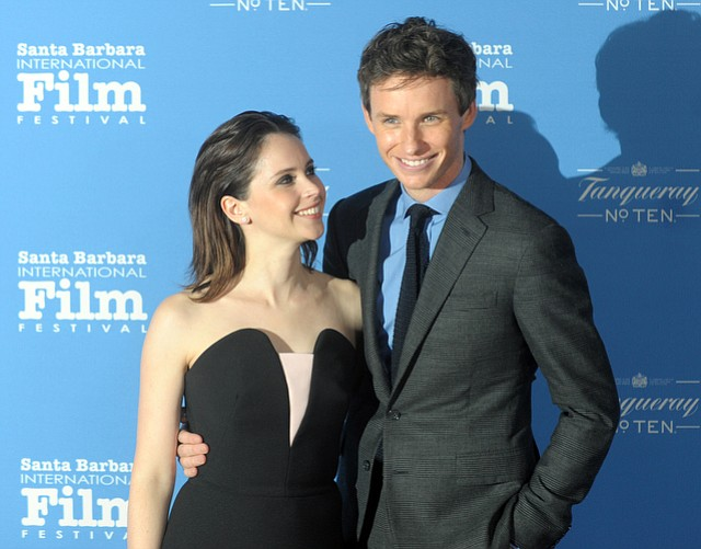 Felicity Jones and Eddie Redmayne on the red carpet of the 2015 SBIFF Cinema Vanguard award (Jan. 28, 2015)..