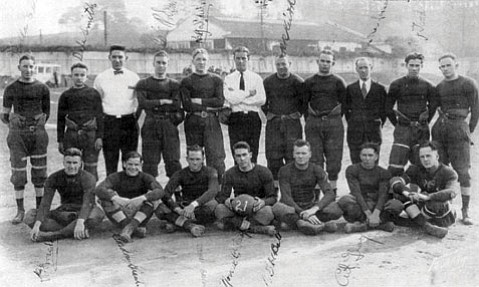 <b>PIGSKIN MEMORIES:</b> The 1921 Santa Barbara State TeachersCollege Team was known as the Roadrunners and played at Pershing Park.