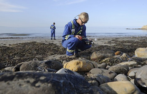 <b>TESTING THE WATERS:</b>  Kristen Karnes (foreground) and Eric Simon with Center for Toxicology and Environmental Health use an UltraRAE handheld device to get readings at Refugio State Beach the day after the oil spill.