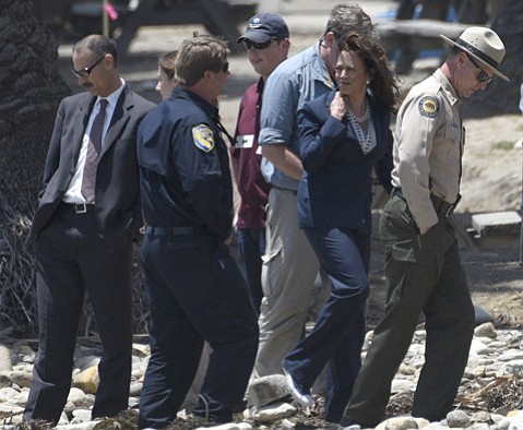 <b>CRIME SCENE?</b>  Attorney General Kamala Harris (second from right) paid a personal visit to Refugio.