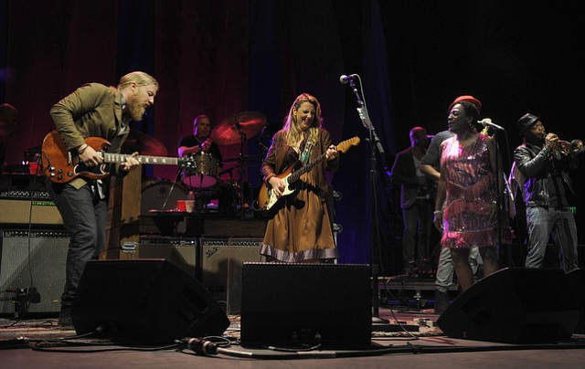 Tedeschi Trucks Band play the Bowl (June 7, 2015)