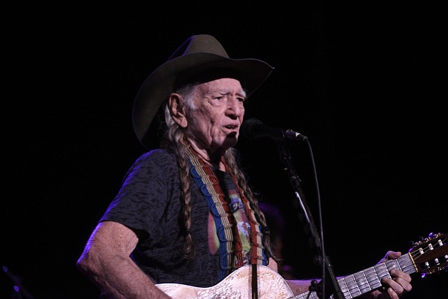 Willie Nelson at the Santa Barbara Bowl. (July 22, 2015)