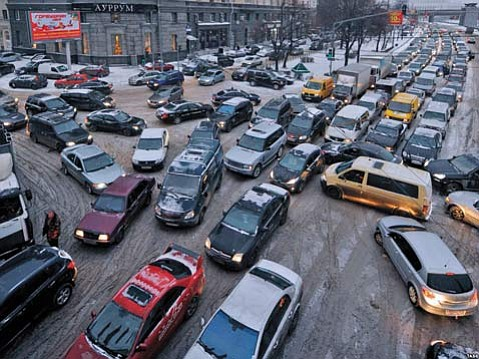 <b>DRIVE LIKE A RUSSIAN:</b> Moscow follows its own rules when it comes to automobiles, not unlike Santa Barbara.