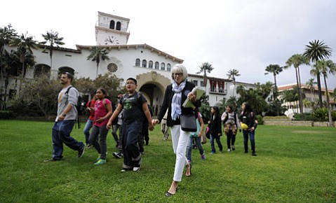 Liz Rosedale, Docent Youth Chair at the Santa Barbara Courthouse gives a tour to students from Santa Maria's Arellanes Elementary School (Nov. 2, 2015)