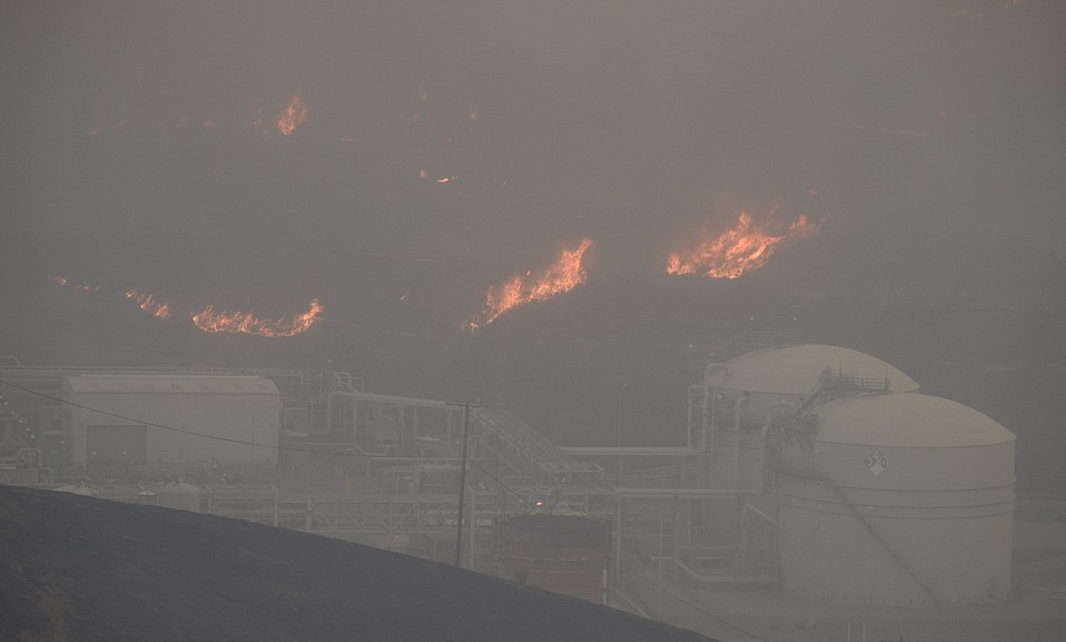 The Scherpa Fire edges closer to ExxonMobil's Las Flores oil refinery