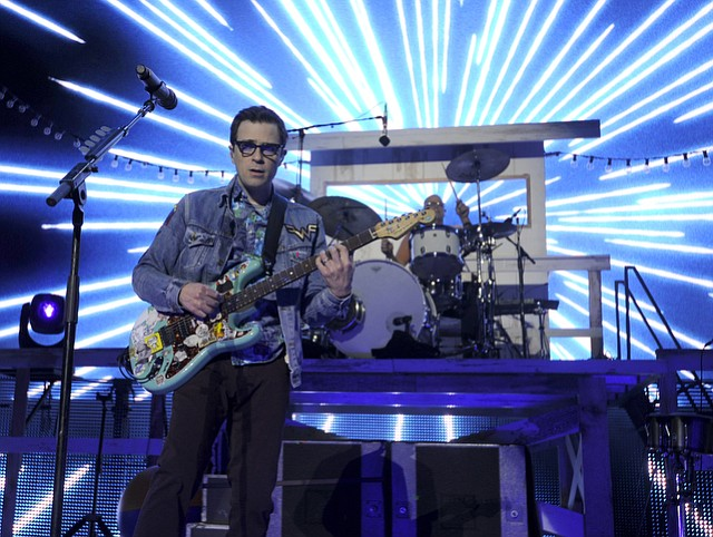 Weezer plays the Santa Barbara Bowl (Aug. 6, 2016)