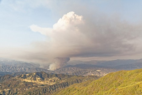 Spot fire turns into a major front that pushes the Rey Fire past Mono Creek towards the secondary Hildreth containment line.