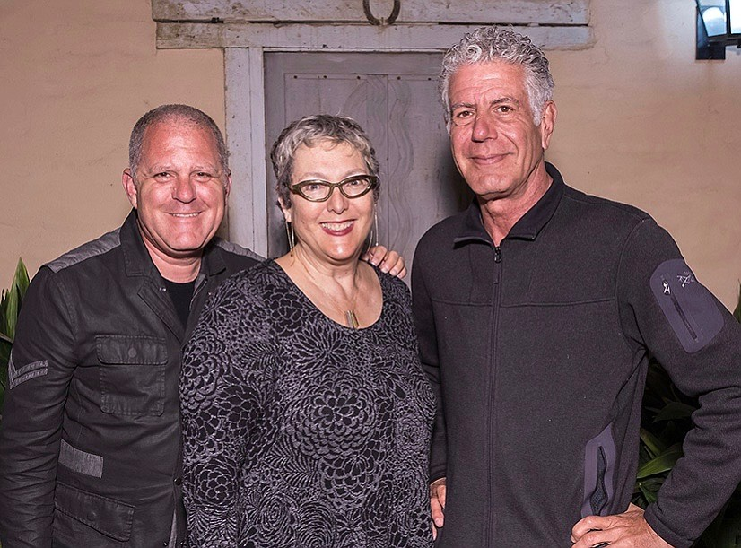 Premier table sponsors Bruce Heavin and Lynda Weinman with Anthony Bourdain.