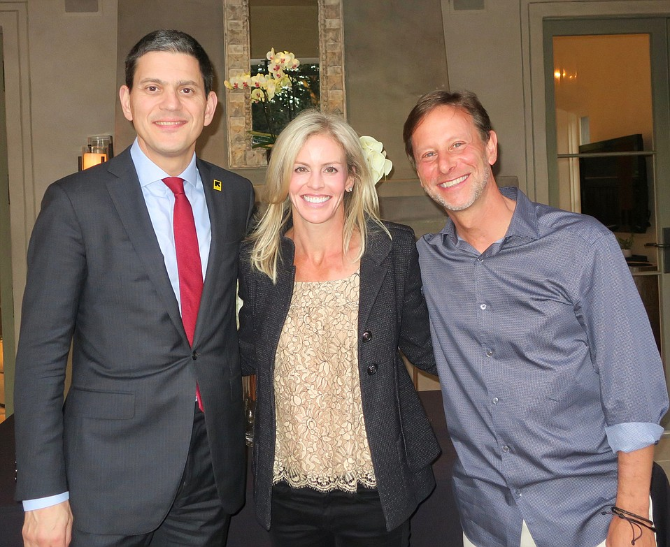 International Rescue Committee President David Miliband with hosts Jillian and Pete Muller at UCSB Arts & Lectures donor dinner