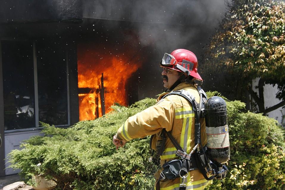 Fire at a Goleta apartment complex.