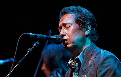 Alejandro Escovedo delivered a tenacious and soul-filled performance last Saturday at the Sings Like Hell concert series.