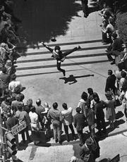 Robert Shields working the crowd at Union Square, San Francisco, circa 1971.