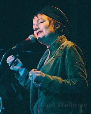 Canadian singer Issa (formerly known as Jane Siberry) showed off her rich, powerful voice to an appreciative audience at SOhO last Sunday.
