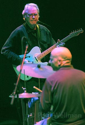 Jazz veterans Bill Frisell and Joey Baron wowed a packed house at the Lobero Theatre on Saturday night.