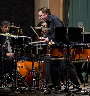 Virtuoso percussionist Colin Currie made a fine ruckus in front of the Santa Barbara Symphony during the weekend.