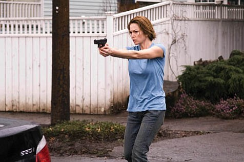 Diane Lane gets sucked into another film project that doesn't match her acting credentials with <em>Untraceable</em>.