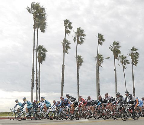 The AMGEN 2008 Stage 6 start Saturday morning on Cabrillo Blvd. in Santa Barbara