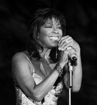 Natalie Cole performing in 2007.