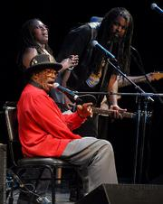 Bo Diddley at the Lobero Theatre in 2006 pictured with support artists Ruthie Foster and Alvin Youngblood Hart