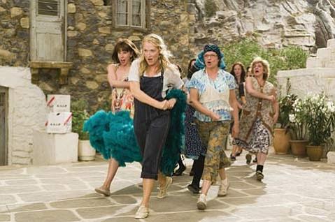 Meryl Streep leads the singin' and dancin' in <em>Mamma Mia</em>!
