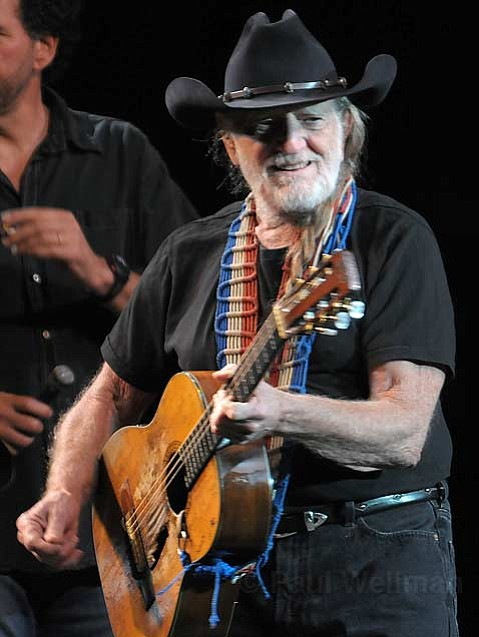 Iconic country crooner Willie Nelson delighted fans at Saturday night's Bowl show with a smattering of songs from his nearly 30-year-long career.