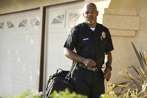 Samuel L. Jackson polices the neighborhood in <em>Lakeview Terrace</em>.