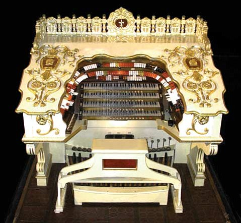 """The beautiful """"Wonder Morton"""" pipe organ made its debut in the Arlington Theatre in 1988."""